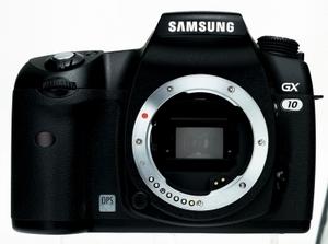 Rundes Paket: Samsung Spiegelreflex Digitalkamera GX 10