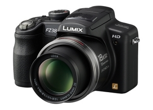 Panasonic Lumix DMC FZ 38 Bridge Digitalkamera (Foto: Panasonic)