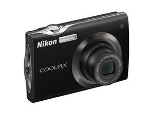 Nikon S4000 Digitalkamera (Foto: Nikon)