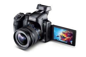 Digitale Systemkamera NX30: Neues Spitzenmodell von Samsung