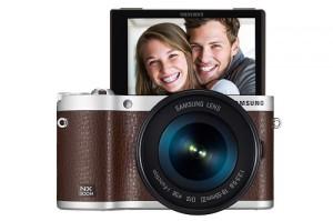 Samsung NX300M: Klappbares Display unterstützt den Selfie-Trend